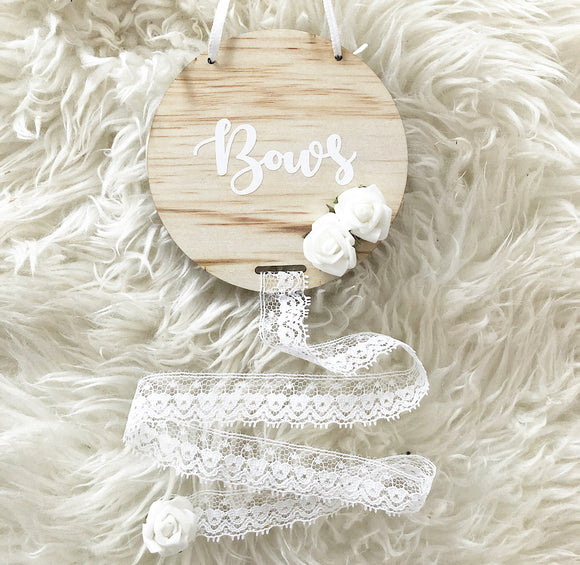 Lace ribbon bow holder