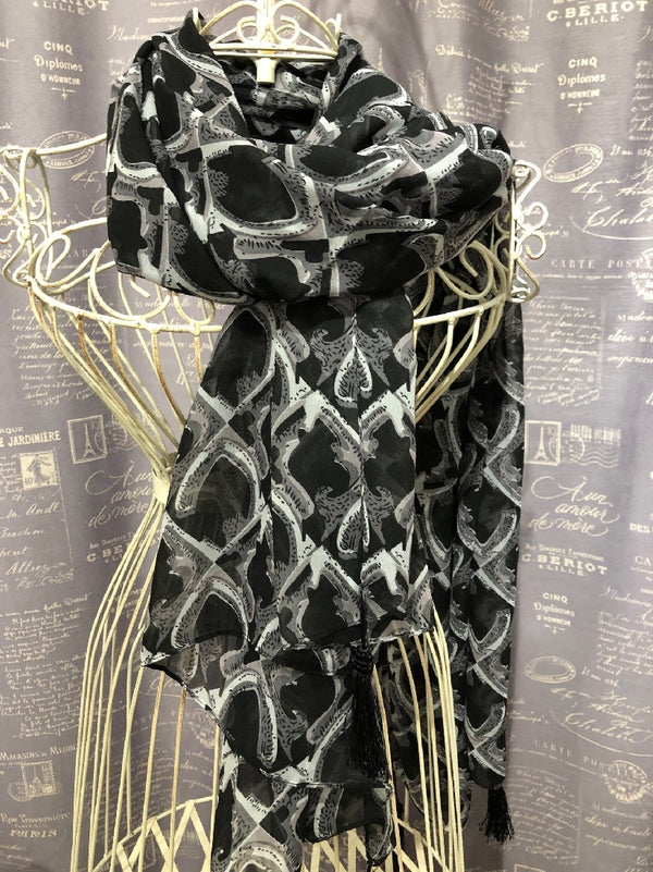 SCARF BLACK/GREY PATTERNED WITH CORNER TASSELS