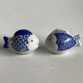FLOATING PORCELAIN FISH BLUE AND WHITE 9CM LONG