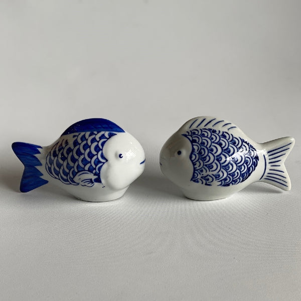 FLOATING PORCELAIN FISH BLUE AND WHITE 12CM LONG