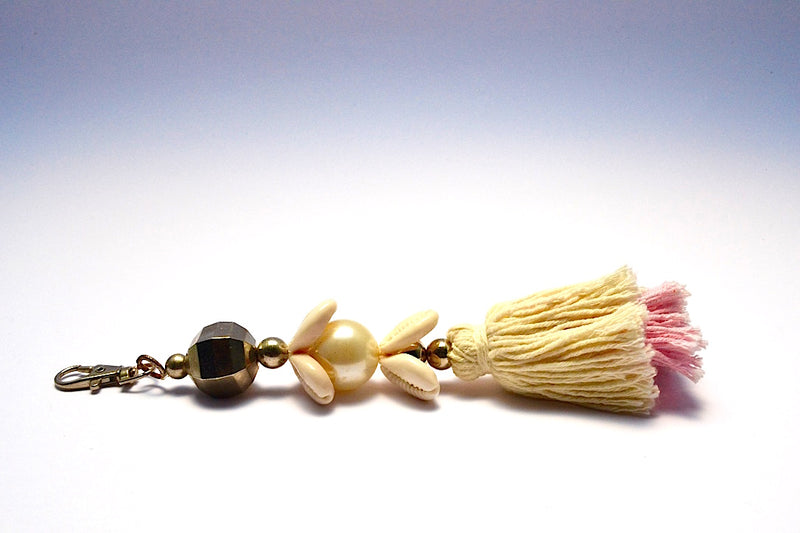 STACKED SHELLS SILVER KNOB MULTI COLOR TASSEL KEYCHAIN