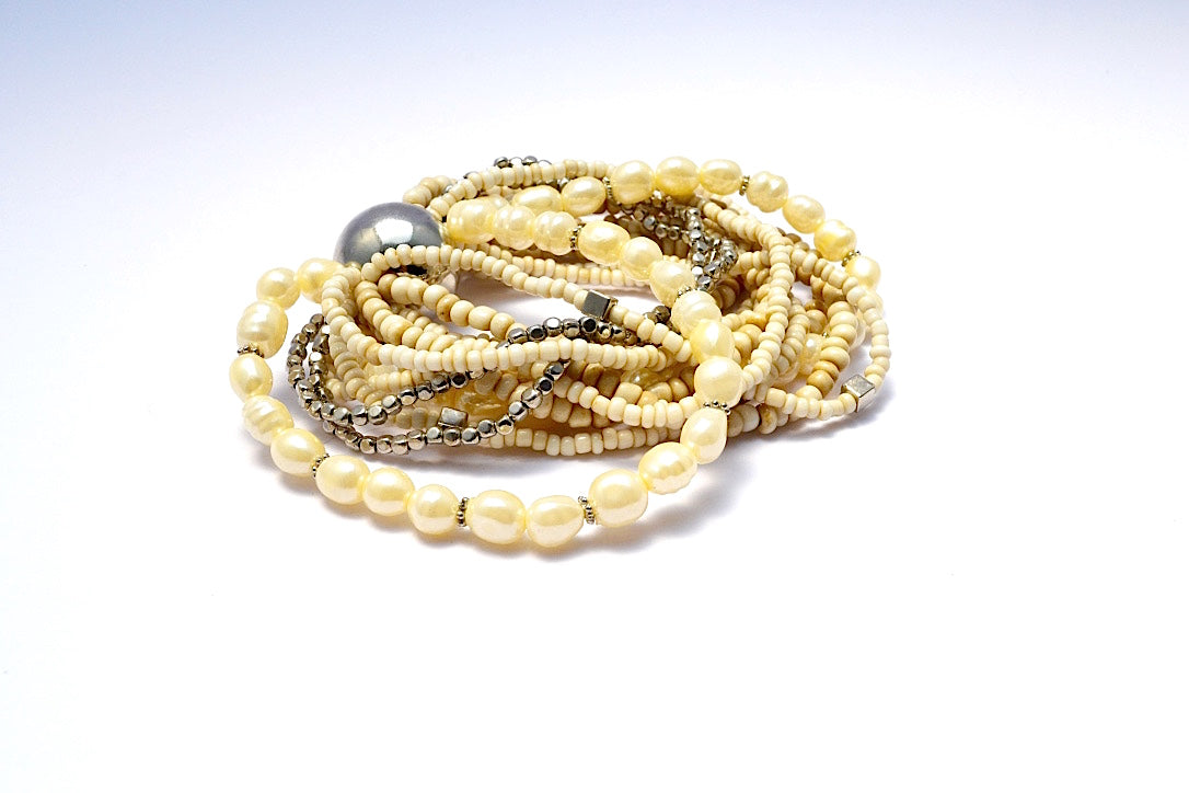 SHORT MULTI LOOSE STRANDS WHITE COMBINATION & SILVER FAUX PEARLS GLASS BEADS & FAUX SILVER SQUARE BEADS W BIG ROUND SILVER BALL BRACELET