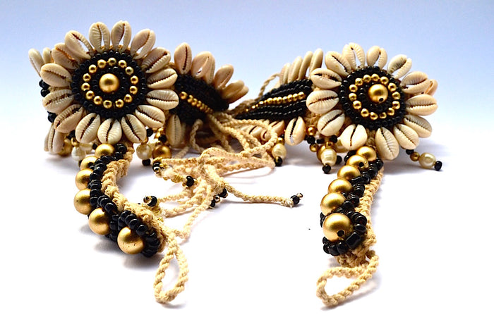 SUNFLOWER CENTER W SHELLS GLASS BEADS STRINGS ATTACHED