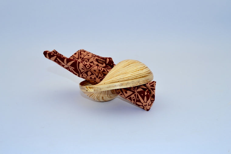 SHELL SHAPED BAMBOO NAPKIN HOLDER
