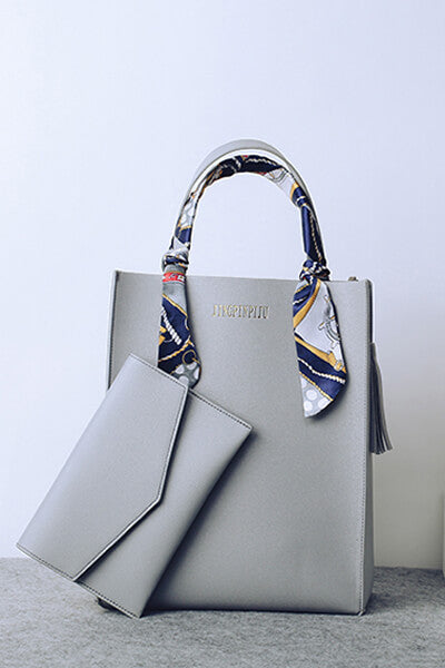 Tote bag with clutch