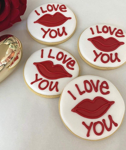'I Love You' and Red Lips Round Vanilla Biscuit