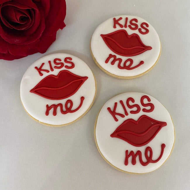 Cake Creations by Kate™ Biscuits 'Kiss Me' Red Lips Round Vanilla Biscuit valentine gift
