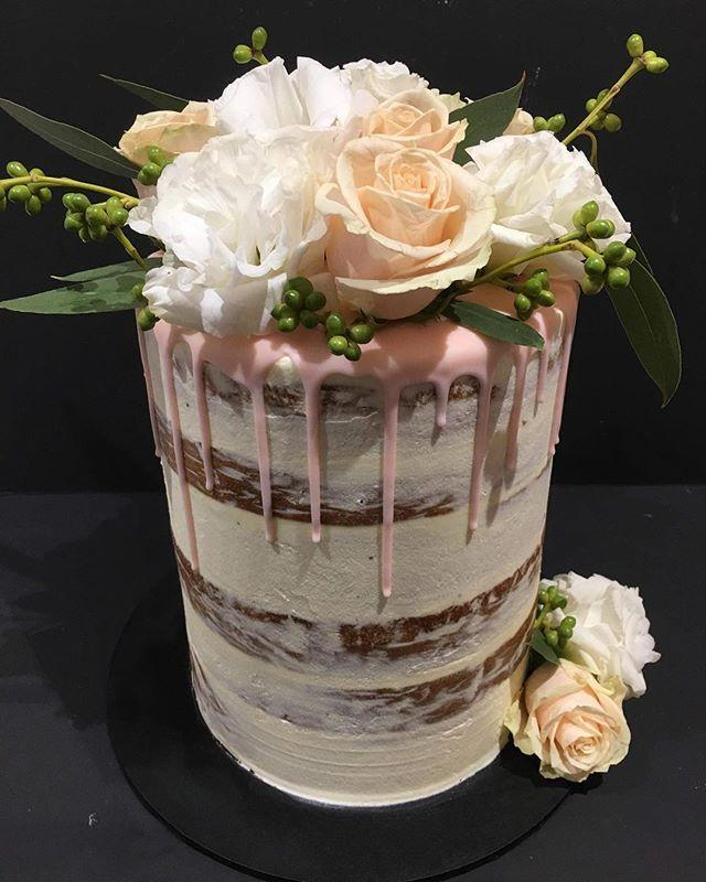 Peach And White Semi-Naked Speciality Cake - Specialitycakes