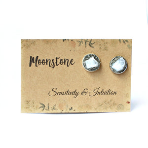 Moonstone gemstone meanings and properties