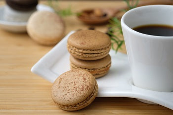 Macrons with coffe