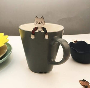 Cartoon Cat Teaspoon is in the coffee mug