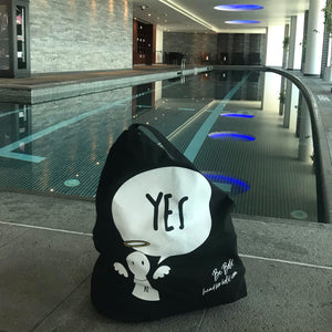 #Bagsy Location: Dubai gym | The Bold Yes / No re-usable tote bag | gym bag | beach bag | shopping bag | Free with every Hoodie | #sayitinbold  @BoldorNaked  shop online www.boldornaked.com
