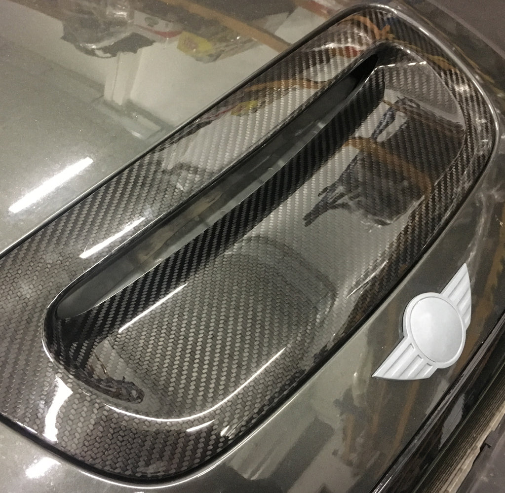 MINI Works customised Mini's big carbon fiber bonnet scoop