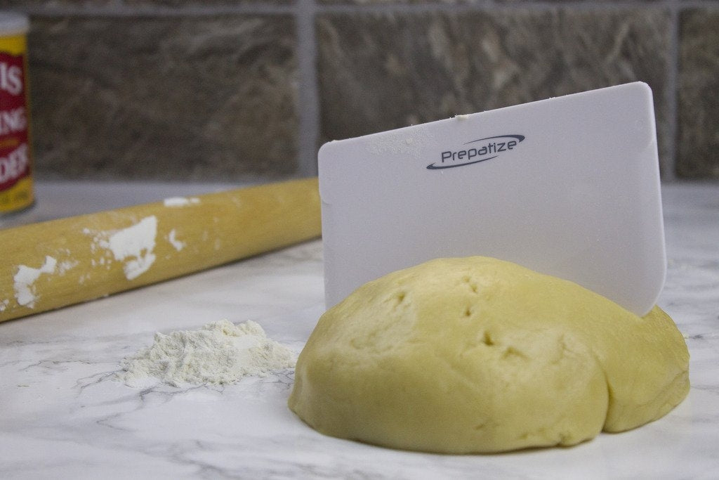 Flexible dough scraper for pizza dough, brad dough or icing!