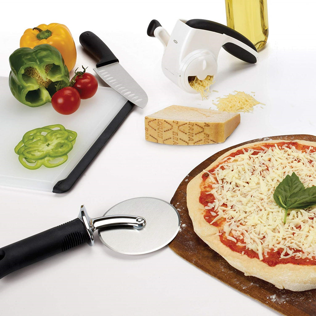 OXO Pizza cutter is the best for cutting pizza with