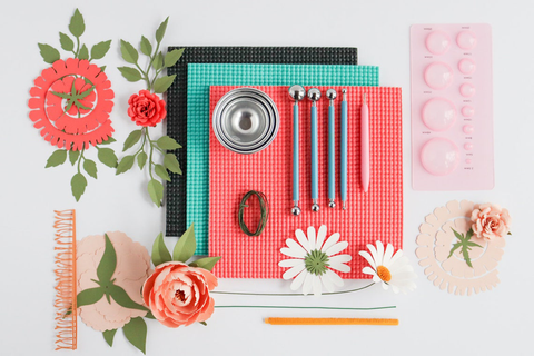 Gift idea for crafters: paper flower making kit