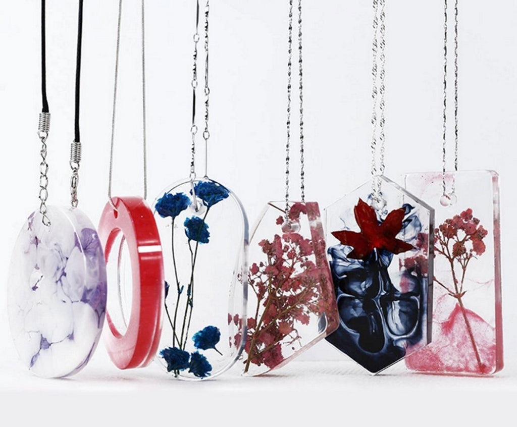 Jewelry and pendants made with resin in silicon molds