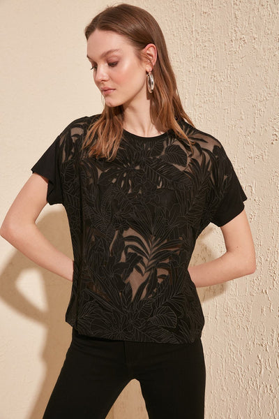 Chandal - See-Through Flower Pattern T-Shirt