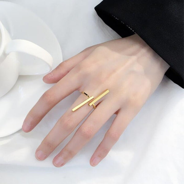 Caressa - Modern Parallel Line Ring