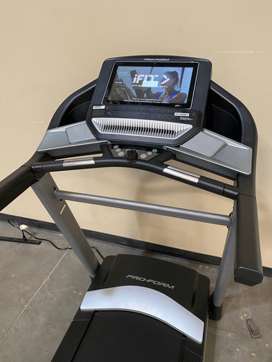 "2020 Proform performance 800i Treadmill w/ 14"" Screen"