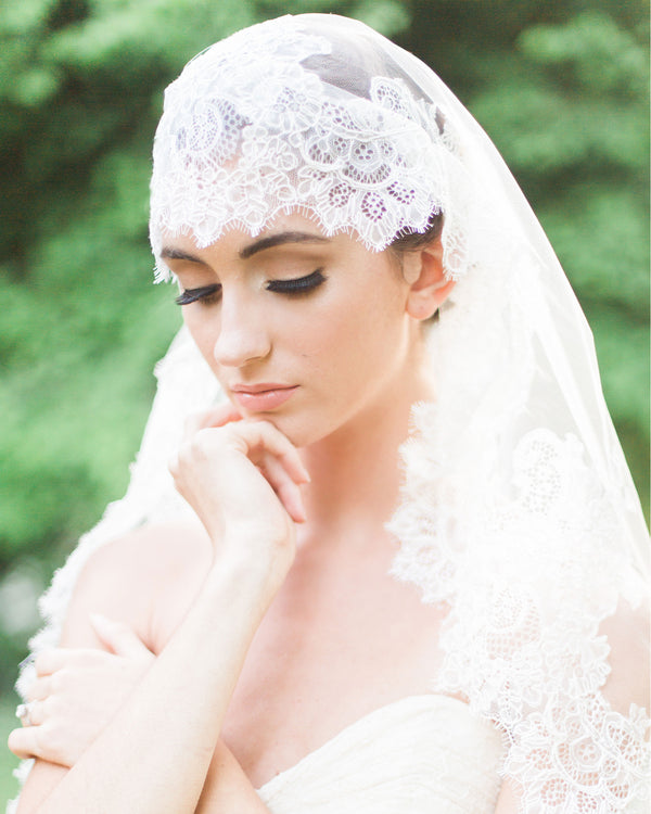 model wearing Analina chantilly lace veil