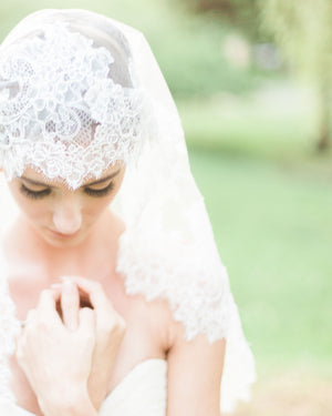 model wearing chantilly lace mantilla veil