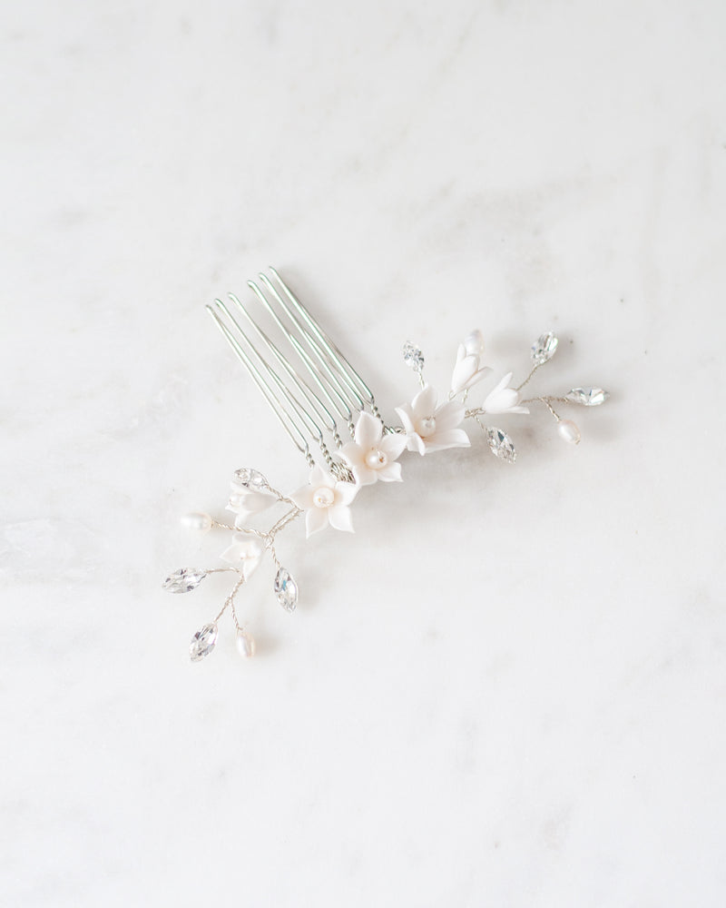 Details of belle fleur silver wedding comb with flowers