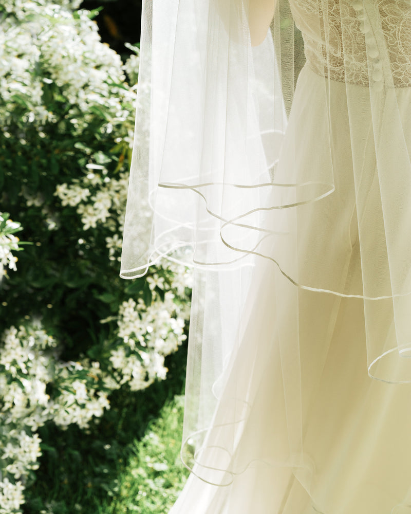Details of the Calla fingertip ribbon wedding veil