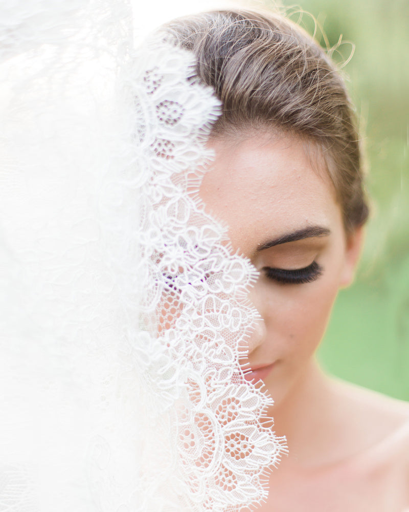 details of cassia chantilly lace bridal veil