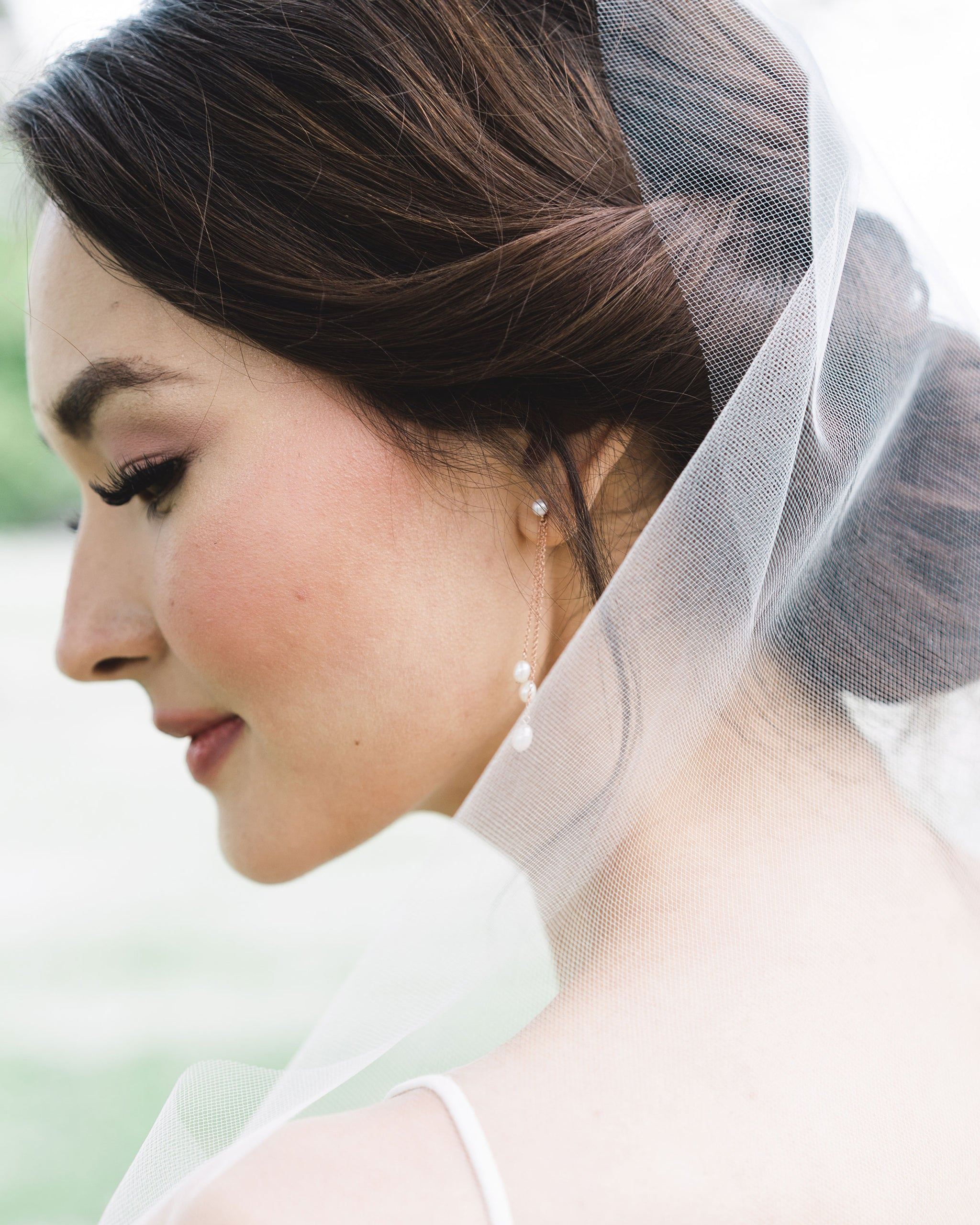 Model photo of the Dainty Pearl Trio Earrings paired with an airy veil without gathers