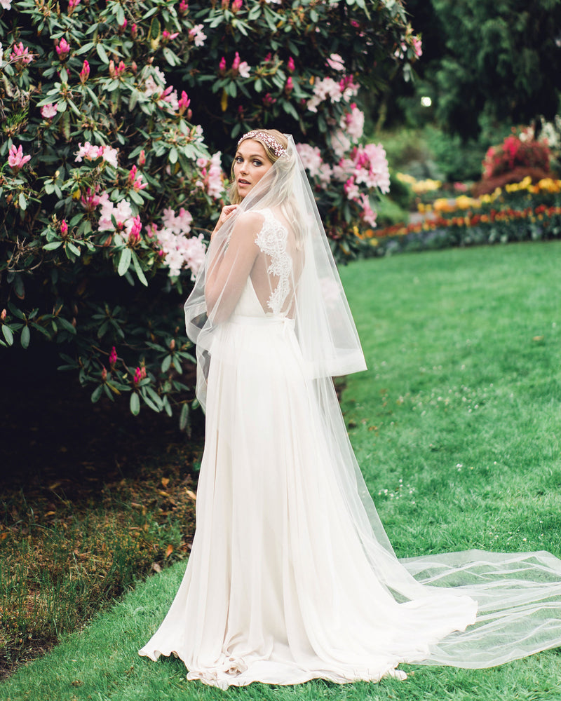 Model wearing Zahra horsehair chapel bridal veil