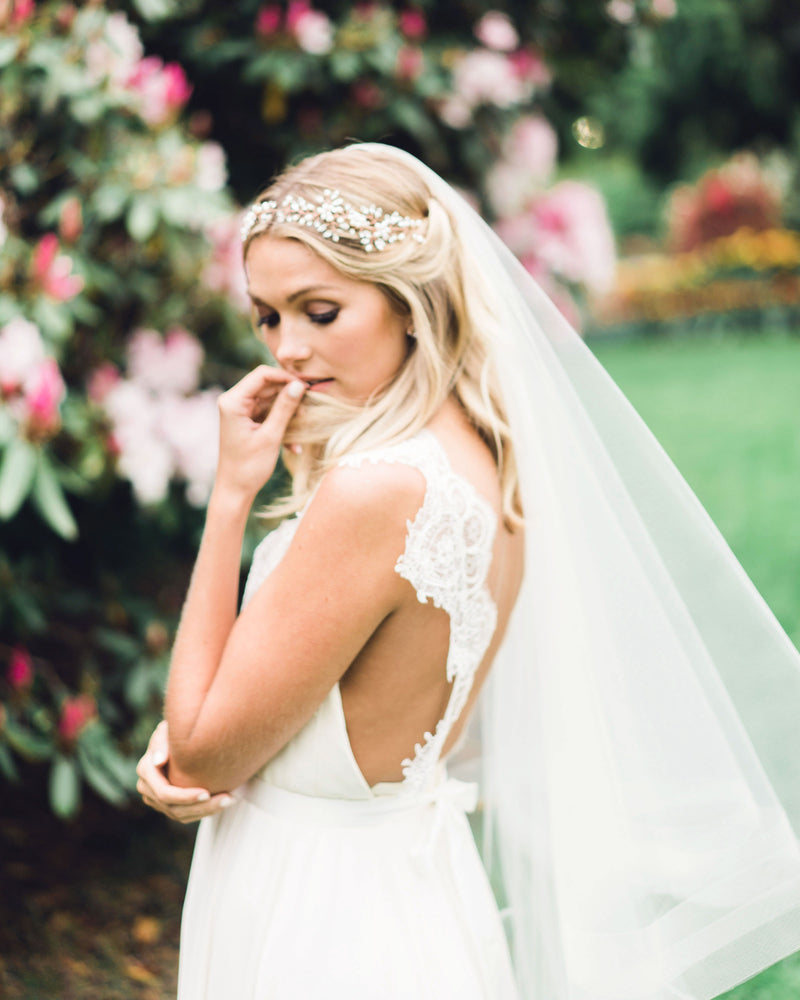 Model wearing Zahra horsehair chapel wedding veil