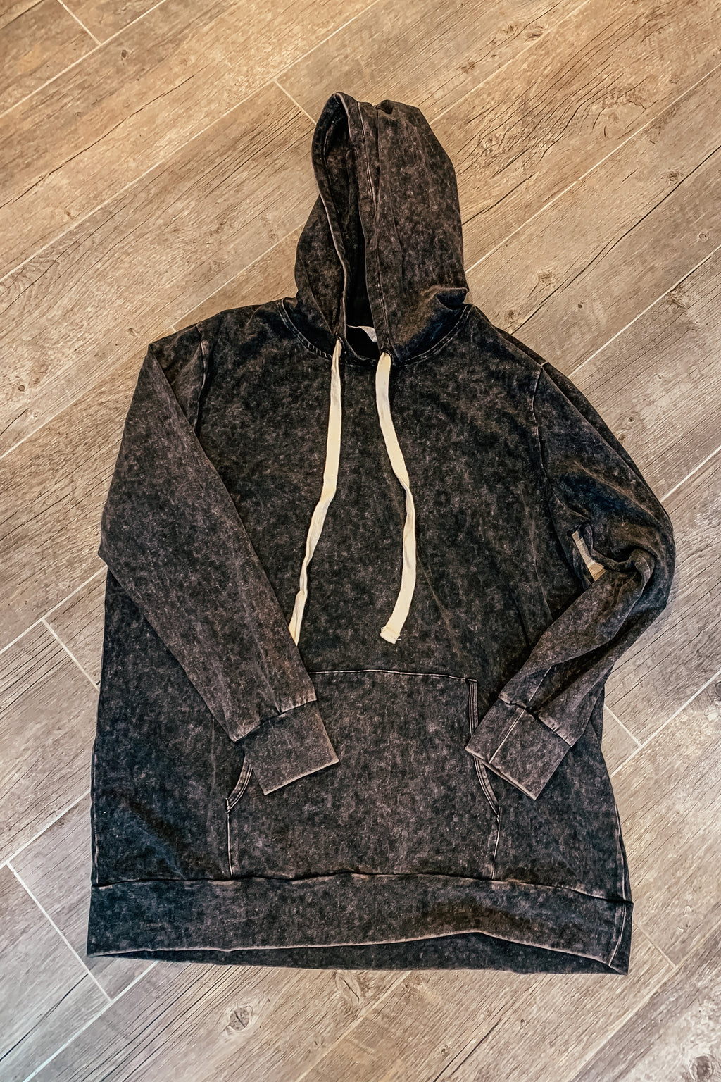 Black acid wash pullover- PLUS