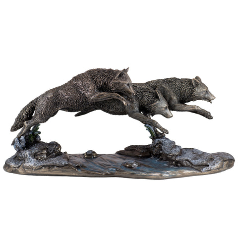 Wolves On The Run Figurine 1