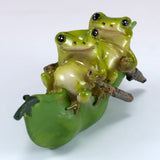 Mini Frogs On Pea Pod Boat Figurine 2