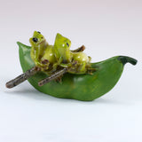Mini Frogs On Pea Pod Boat Figurine 3