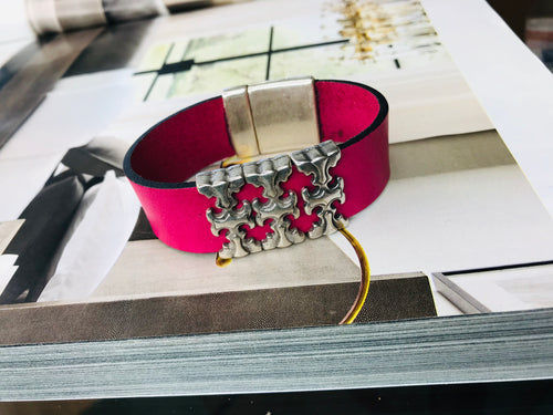 "Fuchsia ""3 T"" Silver Leather Bracelet"
