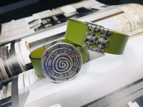 "Green  ""2 T"" Silver Leather Bracelet"