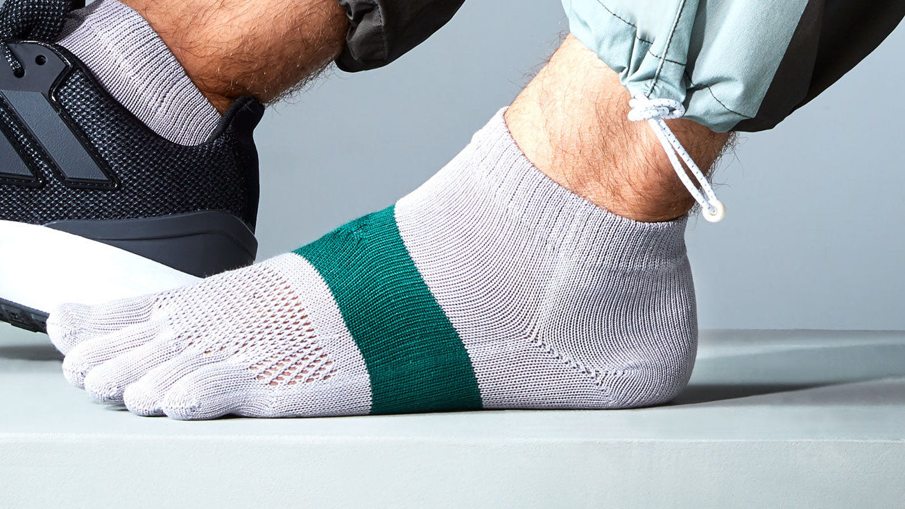 signature-run-toe-socks