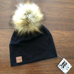 Azyria Design - Tuque printemps - Noir pompom blond