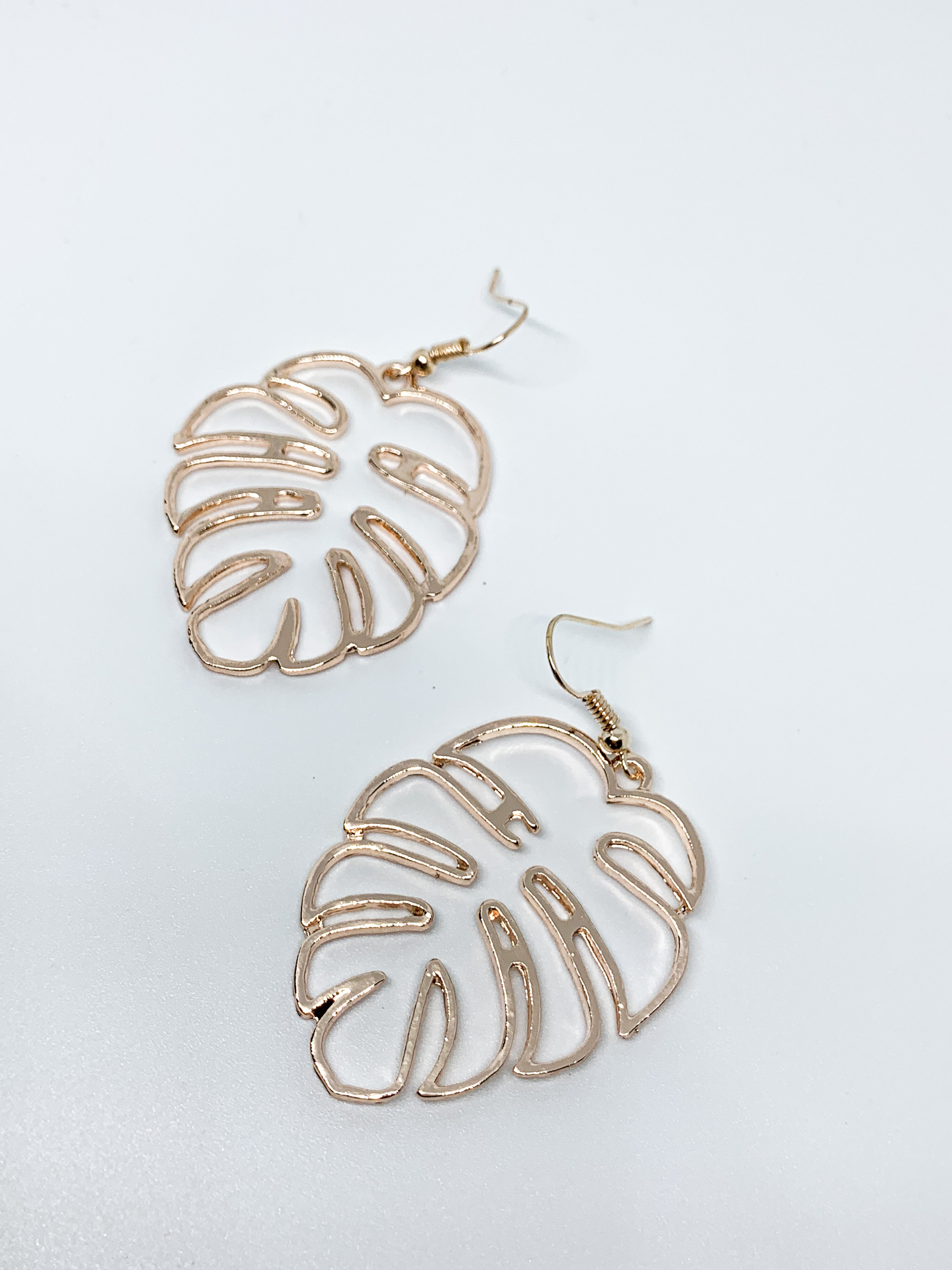 ROSE GOLD LEAF DANGLE EARRINGS - Plush Boutique