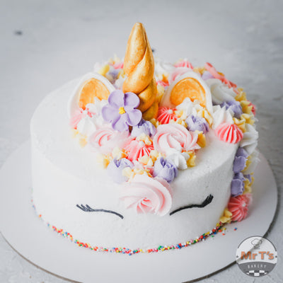 short-unicorn-cake-with-horn