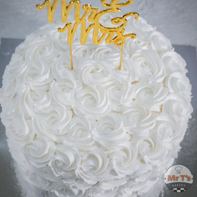 white-swirling-cake