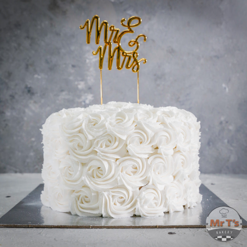white-wedding-rosette-cake