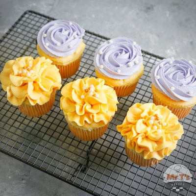 women-day-cupcakes