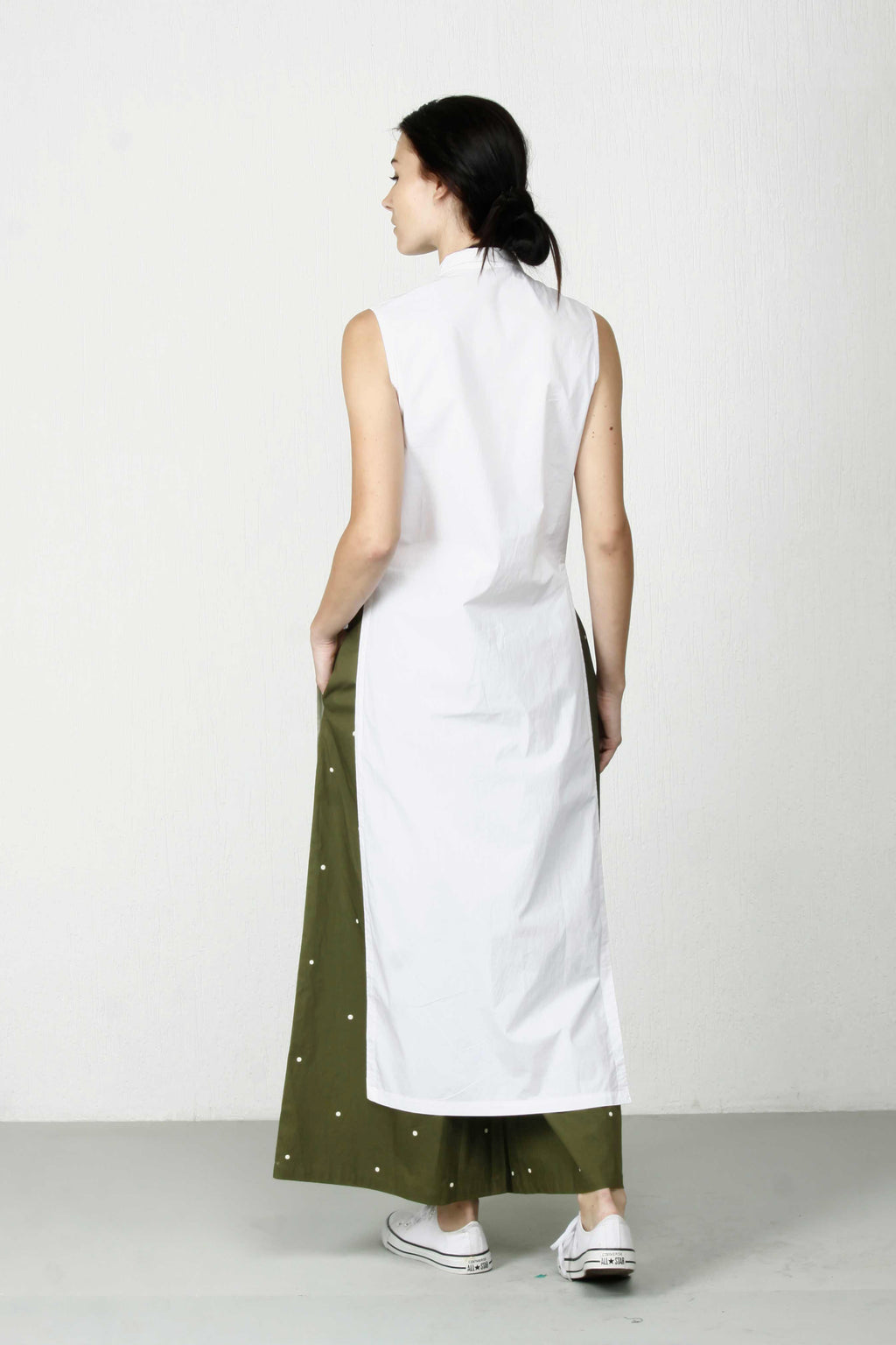 High-Slit Sleeveless Shirt- White
