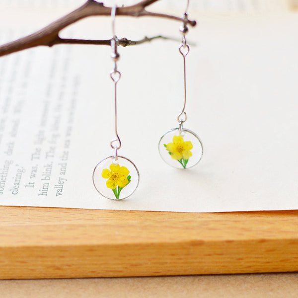 Japanese Style Dried Flowers in Round Glass Earrings
