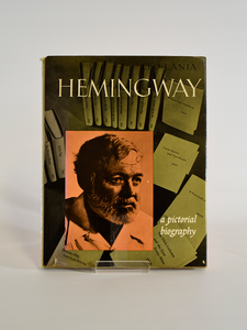Hemingway: A Pictorial Biography by Leo Lania ( Thames & Hudson / 1961).
