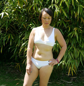 Women's organic cotton low-rise bikini bottoms in white