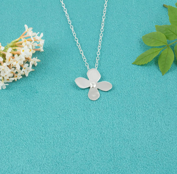 Daisy Necklace [Sterling Silver] - Milly & Co.